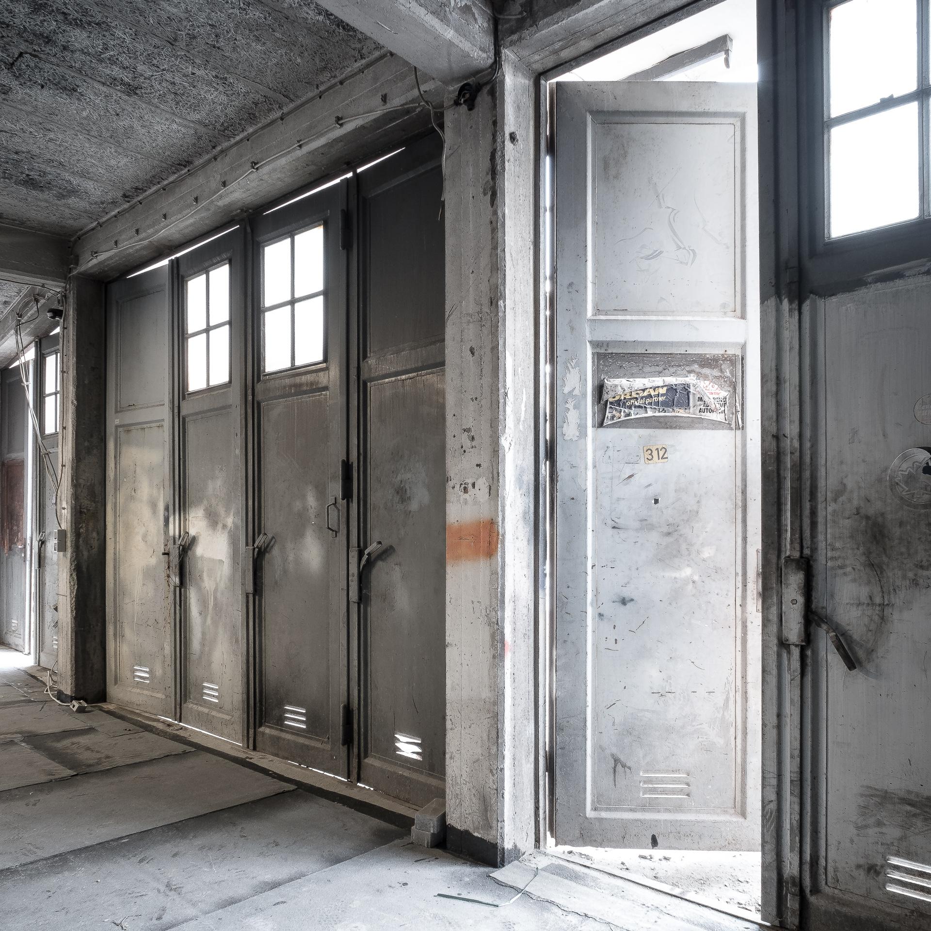 Garagengebäude vor dem Umbau